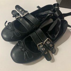 Black straps Ballet flats